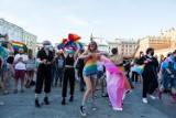 Roztańczony protest na Rynku. Wsparcie dla osób LGBT ZDJĘCIA