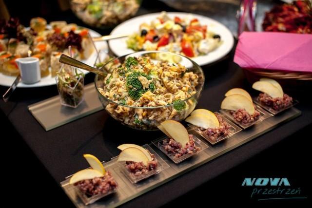 Chrzanów: Nova, Aleja Henryka 27  Nova z pewnością oferuje wiele nowości w stylu kuchni z całego świata. Oferuje również dania dietetyczne i w stylu wege. Warto skosztować!