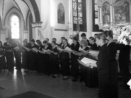 """""""Lutnia"""" przez miesiąc ćwiczyła prawykonanie 100 psalmów autorstwa Harrego Dudy z muzyką Andrzeja Minkacza. JUSTYNA CYRUS"""