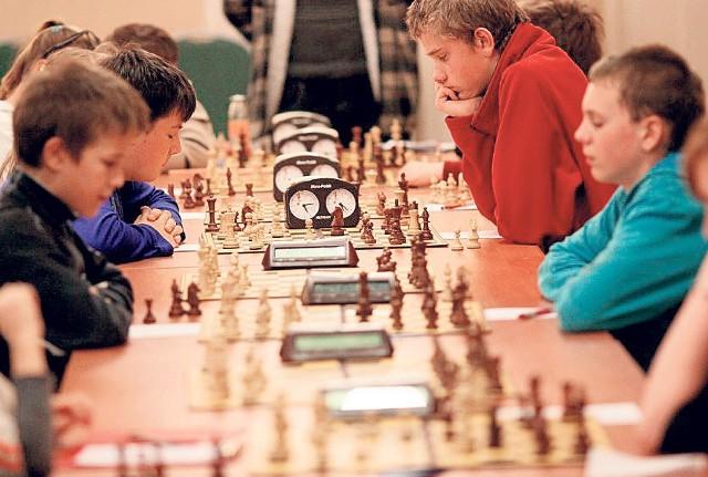 Organizatorzy turniejów szachowych przekonują, że ta gra motywuje młode osoby do nauki
