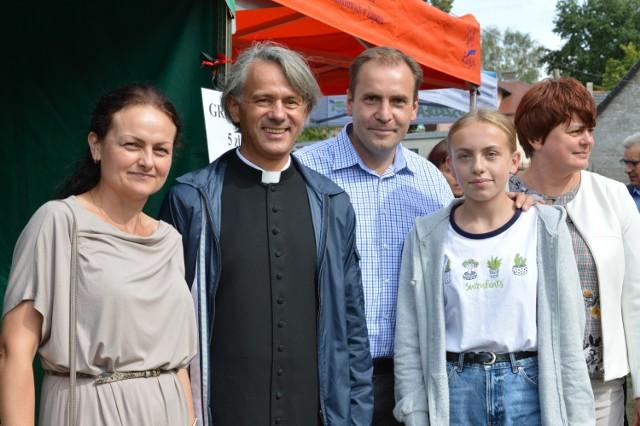 Zabawa pod kościołem Świętego Krzyża w Żaganiu. Poszukaj się na zdjęciach!