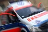 Wypadek w Rogowie. Skuter zderzył się z osobówką. 41-latek w szpitalu