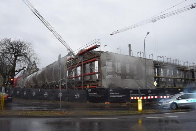 Przy nowo remontowanej części galerii Focus Mall postęp prac jest widoczny gołym okiem.