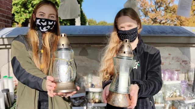 Akcja Znicz 2020 w Piotrkowie: harcerze sprzedają znicze, żeby zarobić na wakacje