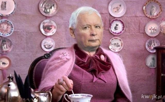 Szczepienie Jarosława Kaczyńskiego wywołało falę memów. Jak komentują je internauci?