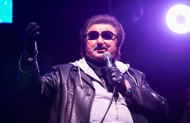 Przedstawiać tego artysty nikomu nie trzeba. Krzysztof Krawczyk mimo swojego wieku nie przestaje koncertować. W Warszawie gwiazdę będzie można usłyszeć 15 grudnia w Hulakuli. Na pewno będziecie mogli bawić się przy największych przebojach tego artysty. Bilety od 49 zł.