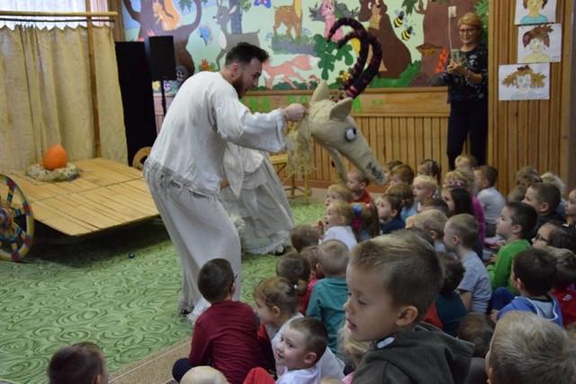 W ramach Festiwalu odbywają się m.in. spektakle dla dzieci i koncerty zespołów ukraińskich.