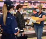 Koronawirus w powiecie puckim: Policjanci z Pucka i sanepid kontrolowali sklepy i klientów. Dla opornych kary po 500 zł i 30 tys.   ZDJĘCIA