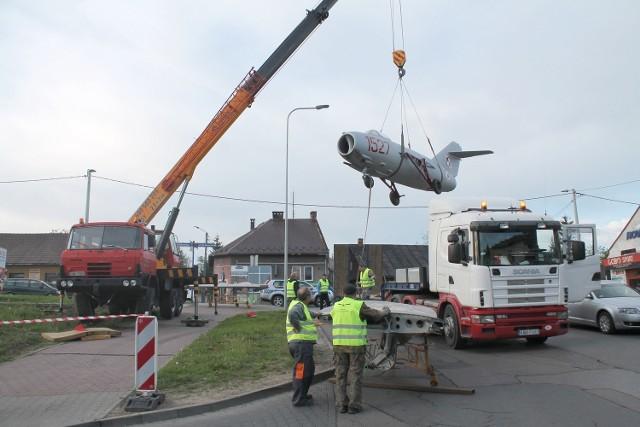 Samolot dotarł do Andrychowa nad ranem. Potrzebny był dźwig