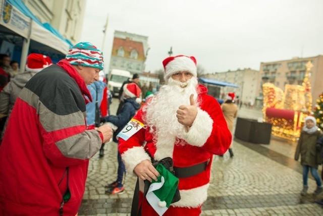 Bieg Mikołajkowy w Skwierzynie zawsze miał cel charytatywny, ale... przy okazji był kapitalną zabawą. Zobaczcie zdjęcia z zeszłorocznej edycji!