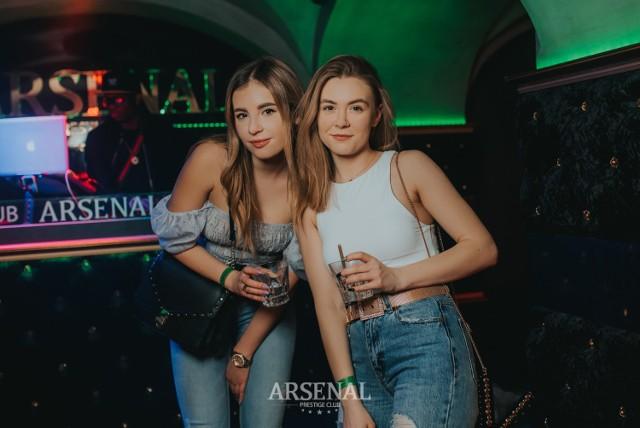 """Są już kolejne zdjęcia z imprez w Arsenal Prestige Club. Zobaczcie, jak było w minioną sobotę! Oto zdjęcia!  Zobacz także: Woman in Arsenal City. Mamy zdjęcia z Arsenal Prestige Club!  Zobacz także: """"Kubański Raj"""" w Cubano Club Toruń. Tak było w minioną sobotę [zdjęcia]"""