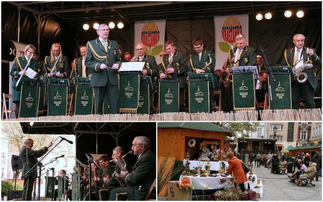 Jarmark Wielkanocny 2014 - gra Orkiesta Dęta Zastal pod batutą kapelmistrza Leszka Gąda.