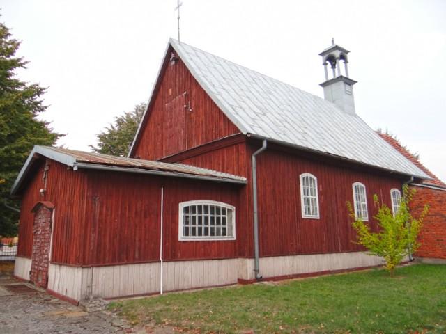Każdy kto interesuje się historią architektury sakralnej powinien odwiedzić Parafię w Zbiersku. Pierwsze wzmianki o Kościele pw. św. Urszuli w Zbiersku pochodzą z I poł. XV w. Obecnie istniejący kościół powstał w dwóch etapach: w 1759 r. zbudowano drewnianą nawę, a w 1879 r. dobudowano do niej murowane z cegły prezbiterium. Obok kościoła warto zobaczyć drewnianą dzwonnicę z XIX w. Kościół znajduje się przy ulicy prowadzącej w kierunku Zbierska-Cukrowni. W rokokowym ołtarzu głównym z 1760 r.  znajduje się obraz Matki Boskiej z Dzieciątkiem. Rokokowe ołtarze boczne z 1760 r. a na belce tęczowej figura Madonny z Dzieciątkiem o reminiscencjach gotyckich (XVII w.)  Dane kontaktowe: Kościół pw. św. Urszuli w Zbiersku 62-830 Zbiersk, Zbiersk Cukrownia 140 tel. 62 752 05 23 www.parafiazbiersk.ugu.pl