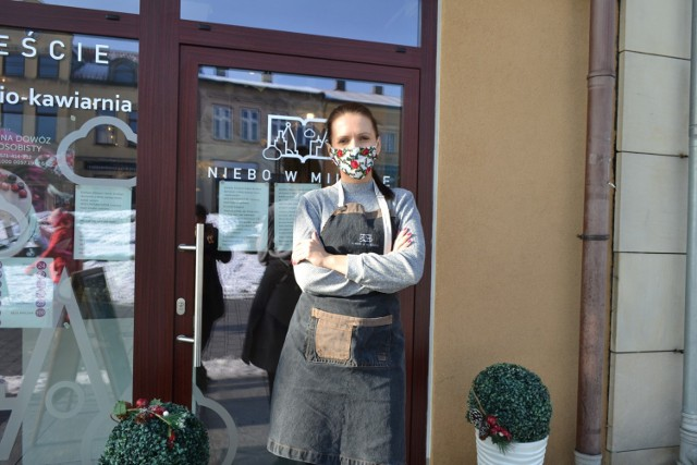 Niebo w mieście to księgarnio-kawiarnia w Jaworznie. Lokal na rynku w centrum miasta otworzył się stacjonarnie w lutym.   Zobacz kolejne zdjęcia. Przesuń zdjęcia w prawo - wciśnij strzałkę lub przycisk NASTĘPNE