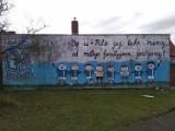 """,,Bo w Pile już tak mamy, od małego fanatyzmem zarażamy"""". Czyli, co głoszą murale"""