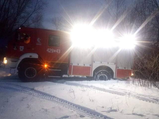 Pierwsza ofiara tlenku węgla zmarła dziś w gminie Chełmno. Z pomocą ruszyli druhowie z OSP Podwiesk. Niestety, mężczyzna już nie żył