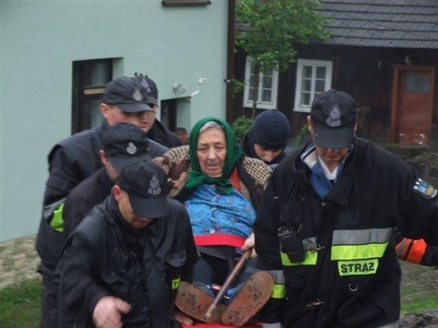 84-letnia Zofia Figiel z żalem opuszczała rodzinny dom