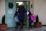 Zmiany w obostrzeniach. Od 26 kwietnia w Małopolsce otwiera się branża beauty, a dzieci z klas I-III wracają do szkół w systemie hybrydowym