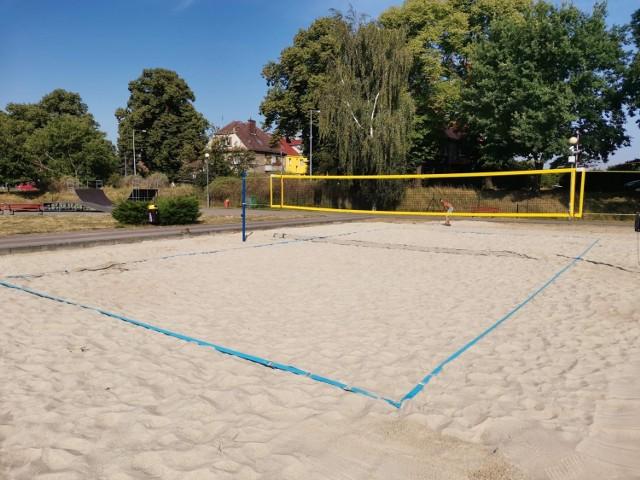 Nowe boisko do siatkówki plażowej w Gubinie już jest dostępne.