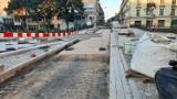 Remont ulicy Śródmiejskiej w Kaliszu jeszcze się przeciągnie. ZDJĘCIA