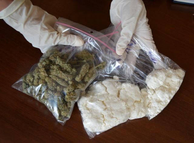 Policjanci z Leszna znaleźli w mieszkaniu 40-latka amfetaminę i marihuanę