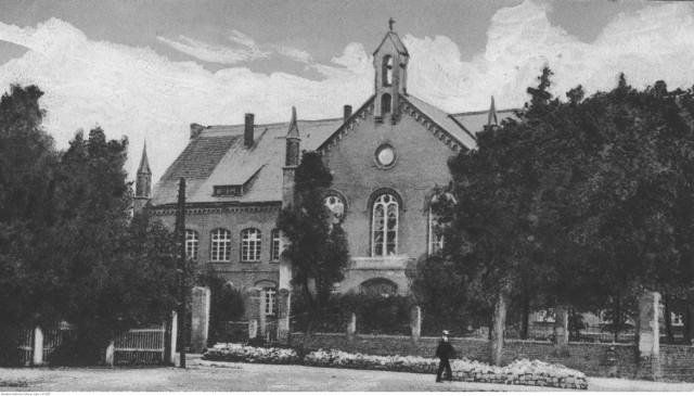 Widok zewnętrzny budynku. Data: 1918 - 1939