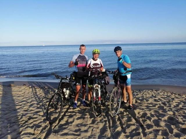 Maciej Bogajewicz, Bogusław Kalinowski i Jacek Gołaszewski pojechali rowerami z Międzychodu na Hel i z powrotem - razem 845 kilometrów (23-26.07.2019).