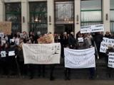 Sądowi urzędnicy protestują. Tymczasem ministerstwo sprawiedliwości zapowiada podwyżki. - Nie poddajemy się - komentują urzędnicy