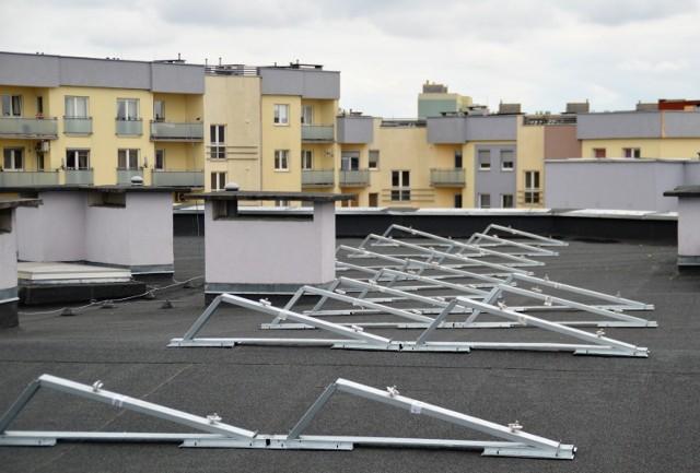 Ruszyła budowa nowoczesnej instalacji fotowoltaicznej na dachach spółdzielczych bloków w Gorzowie.