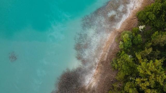 """Pięknie, ale niebezpiecznie! """"Polskie Malediwy"""". Pracownicy konińskiej elektrowni ostrzegają, że wycieczka nad te jeziora jest bardzo niebezpieczna."""
