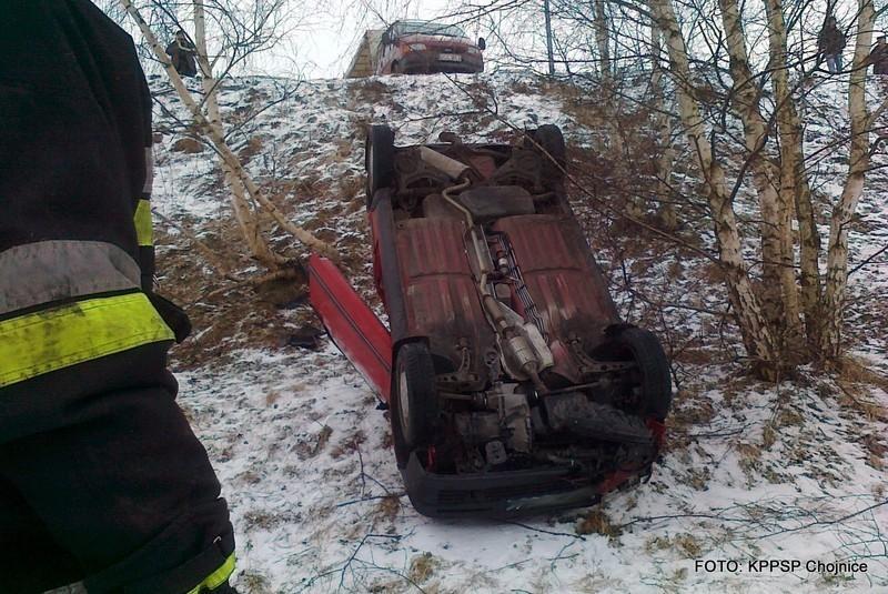 Samochód spadł ze skarpy koło chojnickiego szpitala