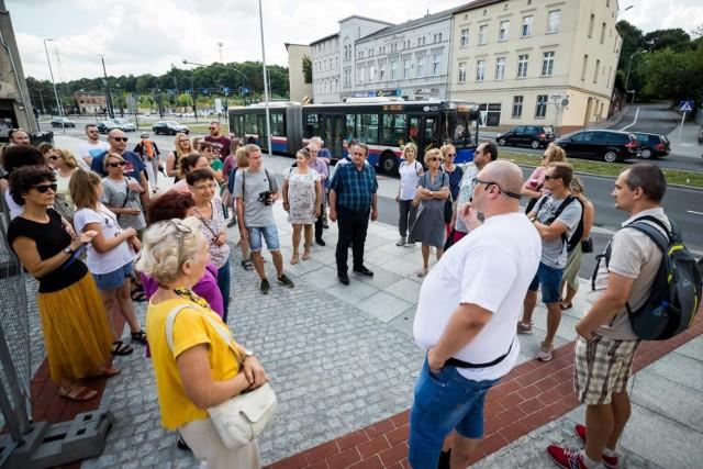 """Spacer """"Szlakiem bydgoskiego browarnictwa"""" odbył się w sobotę, 7 sierpnia. Uczestnicy mieli okazję poznać miejsca i bydgoskie ciekawostki związane ze złotym trunkiem."""