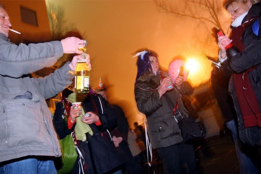 - Spożywanie alkoholu w miejscach publicznych jest...