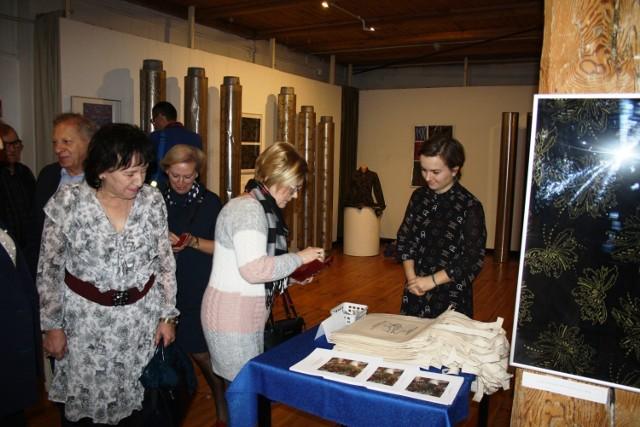 """Muzeum Historii Przemysłu w Opatówku zaprasza na wystawę """"Od projektu do wyrobu. Drukowane tekstylia XX i XXI w."""""""