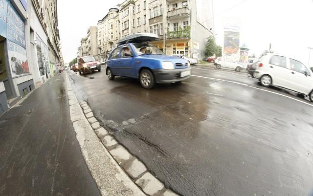 Niektóre drogi we Wrocławiu są w fatalnym stanie. Tak wygląda ulica Krasińskiego