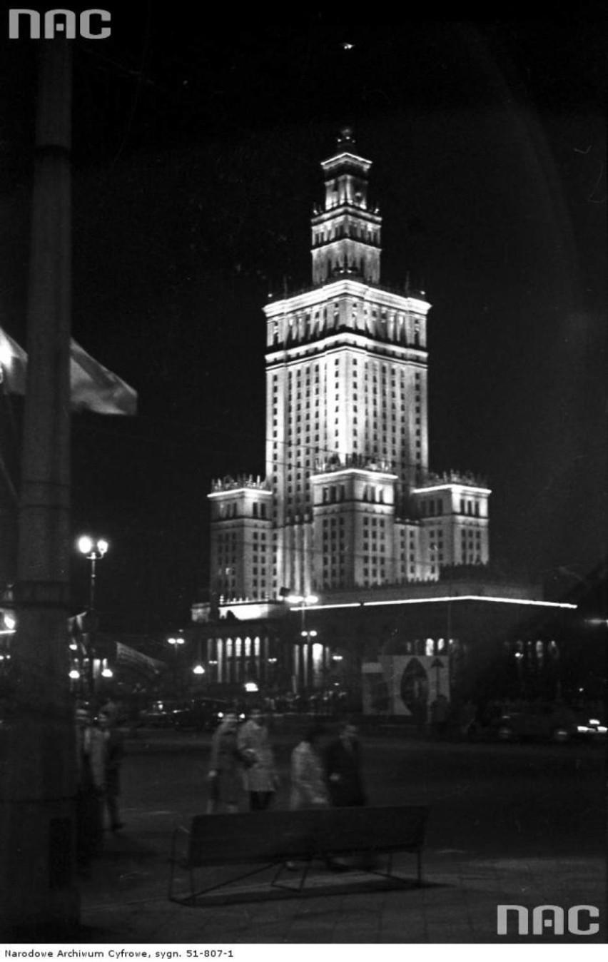 Pałac Kultury i Nauki budowało 3500 robotników radzieckich...
