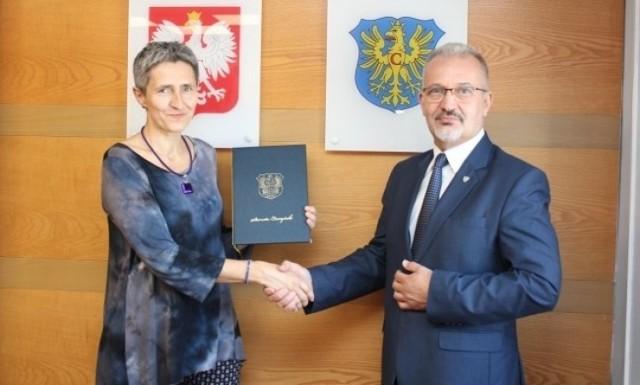 Irena French i starosta cieszyński Mieczysław Szczurek