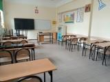 Dyrektor szkoły w Dąbiu odwołana po zmianach w oświacie. Rodzice i nauczyciele stają w jej obronie
