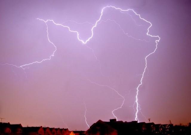 W nocy z piątku na sobotę nad województwem lubelskim przeszły burze. Strażacy interweniowali 37 razy. Najwięcej wyjazdów odnotowano w powiecie biłgorajskim. Zdjęcie ilustracyjne