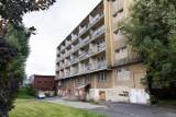 Rudera w centrum Rzeszowa. Dawny Hotel Robotniczy stoi pusty i niszczeje. Ale jest plan jego przebudowy [ZDJĘCIA]