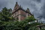 Opuszczony, zabytkowy budynek dyrekcji Zakładów Mięsnych w Gdańsku ulega coraz większej dewastacji. Zdjęcia