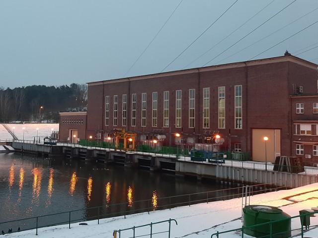 Elektrownia wodna w Dychowie została zmodernizowana. Prace trwały ok. 3 lata.