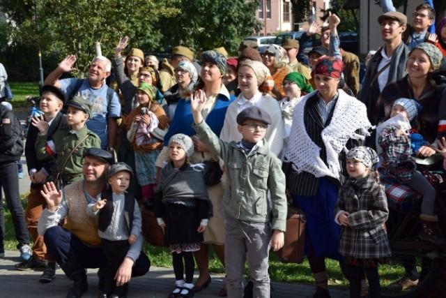 Nowy Dwór Gdański. Mieszkańcy całego regionu uczcili pamięć Żuławskich Pionierów podczas IV Dnia Osadnika. Żuławiacy wzięli między innymi udział w barwnym przemarszu ulicami miasta.