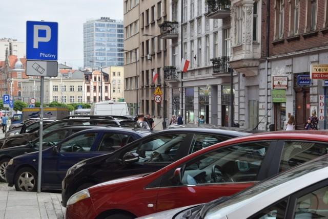 Jeszcze w lipcu za parkowanie w Katowicach zapłacimy kartą płatniczą. Będzie też aplikacja mobilna i kary za brak biletu parkingowego