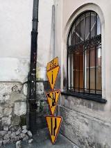 Kraków. Co tu się stało?! Śmieszne, dziwne i niecodzienne obrazki złapane obiektywem aparatu w mieście [zdjęcia]