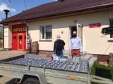 Batony i napoje z Biebrzańskiego Parku trafiły do strażaków ochotników w gminie Dąbrowa Białostocka