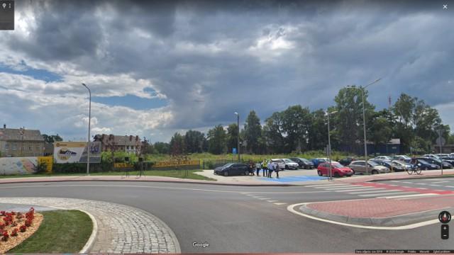 Ulica Moniuszki od strony Wieniawskiego.  Tak, jeszcze kilka lat temu, Żary wyglądały w kamerach Google Street Viev. Zobaczcie, ile się zmieniło.