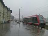 Na linii kolejowej nr 25 Tomaszów Maz. - Opoczno od poniedziałku zamiast pociągów uruchomiona zostanie autobusowa komunikacja zastępcza FOTO