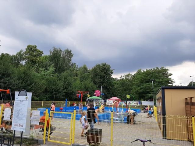 Wodny plac zabaw w Bytomiu już otwarty. Najmłodsi mogą korzystać z wielu atrakcji. Zobacz zdjęcia >>>