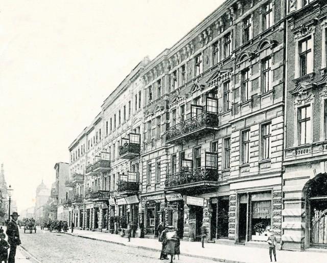 Widok Dworcowej z 1911 r. z wielkomiejskimi kamienicami postawionymi na tym odcinku ulicy.